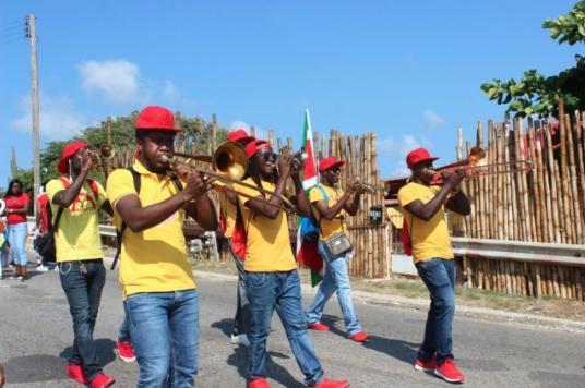 Surinaamse muziek tijdens carnaval op Curacao dankzij Brass band One Chance (Kaseko)